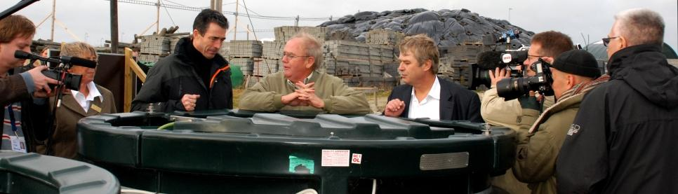 Former Danish Prime Minister and NATO Secretary General inspects a BioKube with BioKube's founder, Peter Taarnhøj